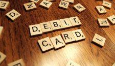 Care sunt comisioanele unui card de debit